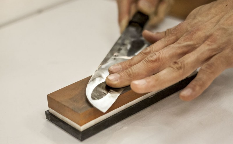 sharpening knives